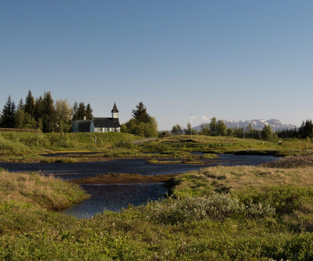 Tag 6: Þingvallakirkja, wo früher die provisorischen Hütten für die Vollversammlung standen.
