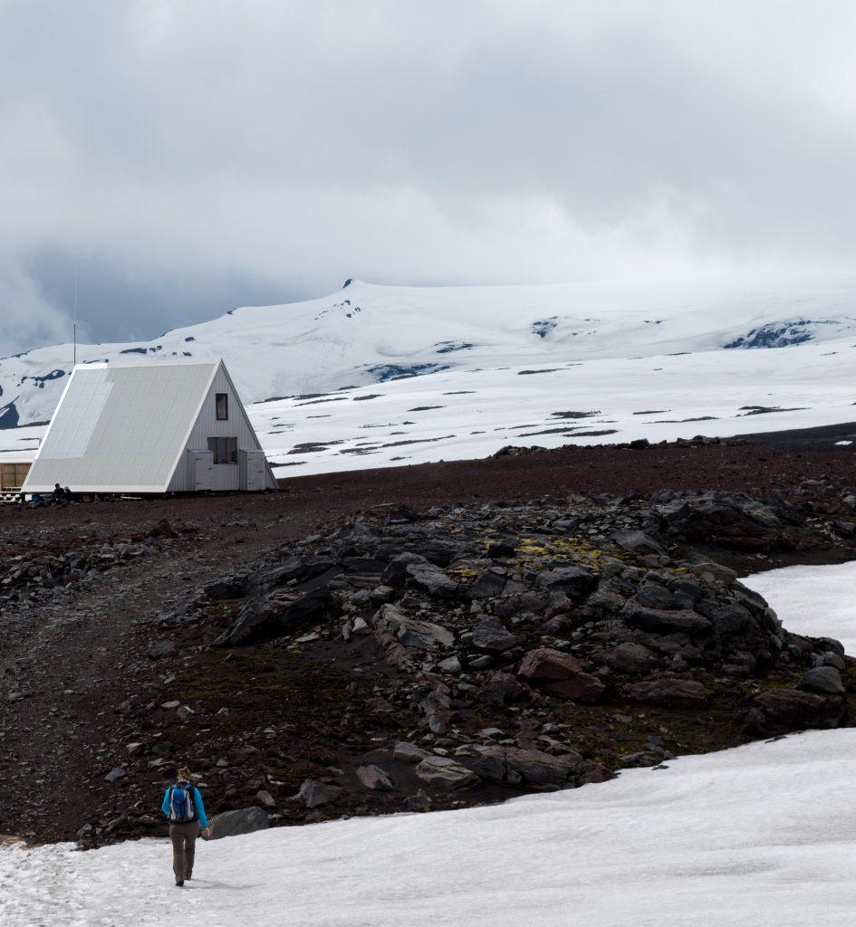 Tag 13: Bis zur ersten Schutzhütte haben wir die Wanderung geschafft. Da war schon einige Schneepassagen zum Durchwandern dabei.