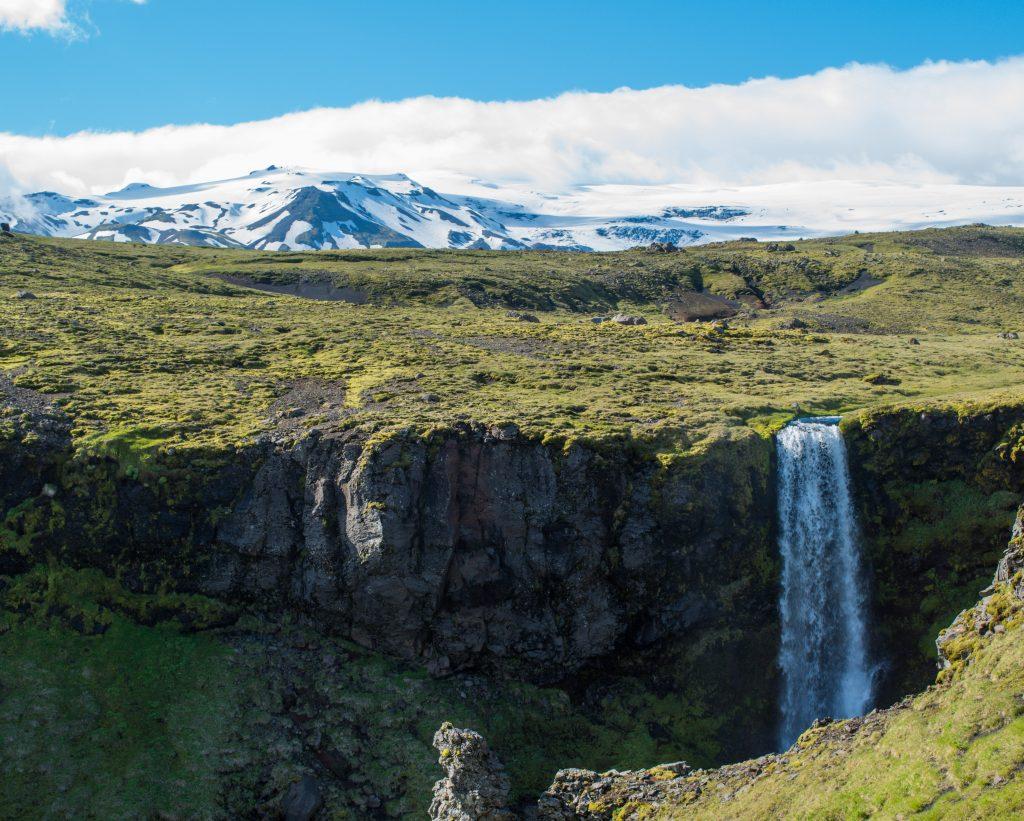 Tag 13: Wanderweg Skogar-Landmannalauger. Im Hintergrund der berühmt-berüchtigte Eyjafjallajökull.