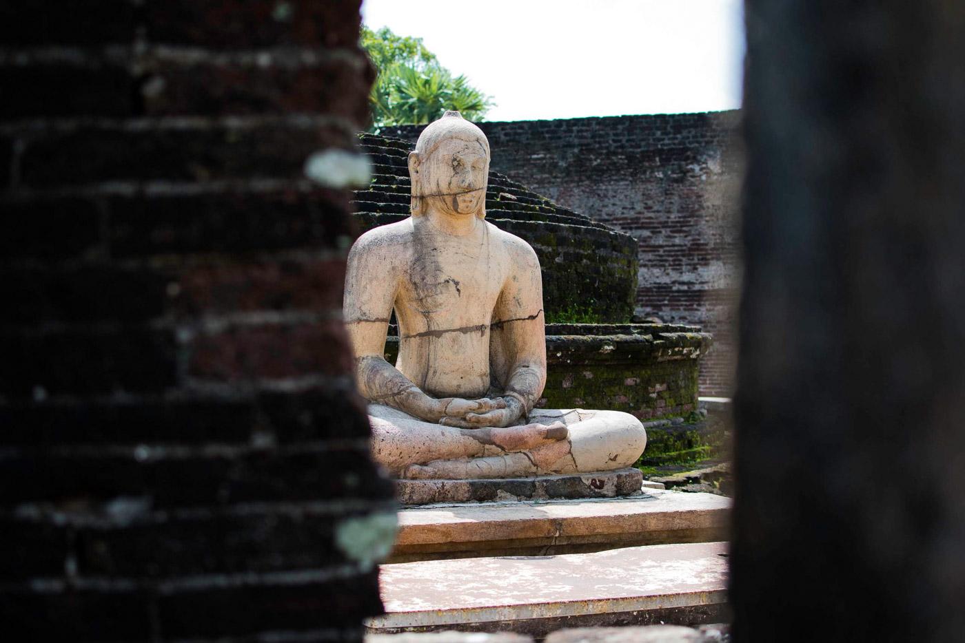 Antike Steinstatute des Buddahs